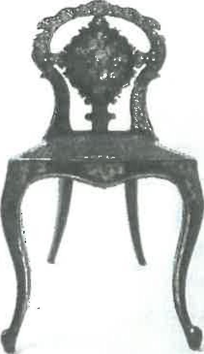 Sitzmobel-mit-bemalten-Perlmuttauflagen-4