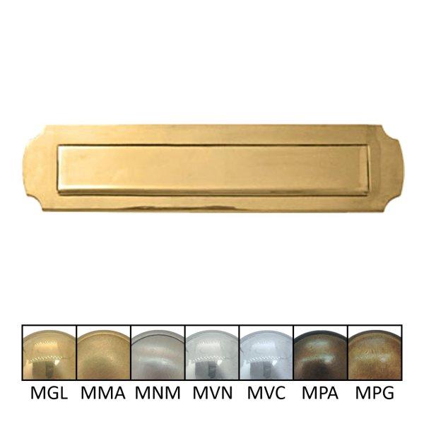 Briefklappe Material: Messing für Wohnungseingangstüre außen Außenmaße: B 335 mm x H 80 mm x T 15 mm Einwurfmaße: B 260 x H 45 mm Schraublochabstand: 302 mm, M5 Gewinde Der Serie BK009 Bild1