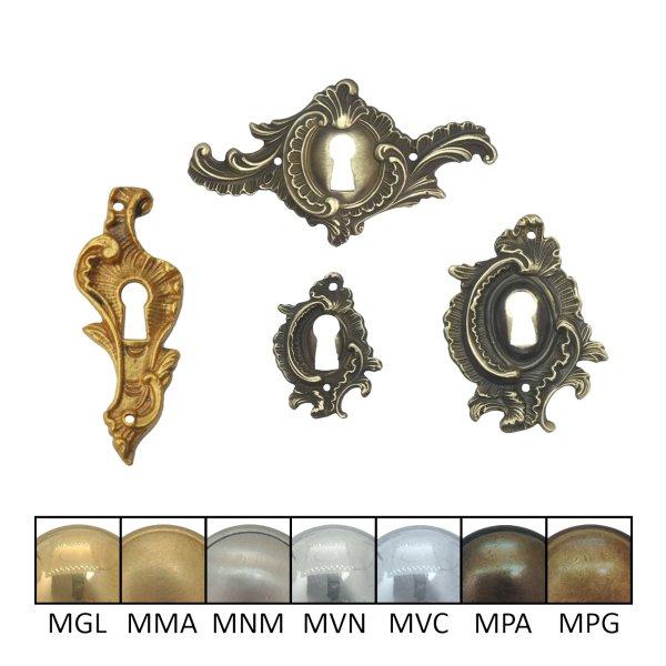 Rokoko Schlüsselschild Hochkant mit Schlüsselloch, Messing glänzend, 25 x 40 mm der Serie RK011 Bild1