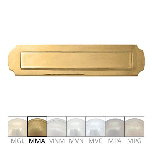 Briefklappe Material: Messing für Wohnungseingangstüre außen Außenmaße: B 335 mm x H 80 mm x T 15 mm Einwurfmaße: B 270 x H 40 mm Der Serie BK009 Bild1