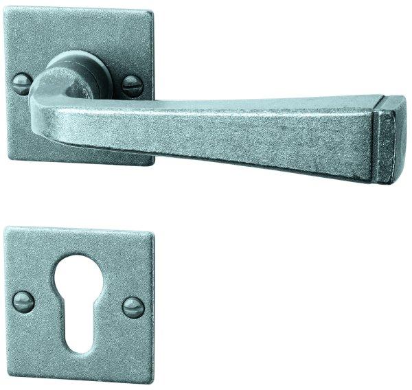 Rosettengarnitur in Eisen thermopatiniert ® (PZ). Rosette: 52x52 mm, Griff: 120 mm Bild1