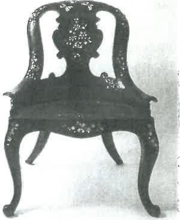 Sitzmobel-mit-bemalten-Perlmuttauflagen-5