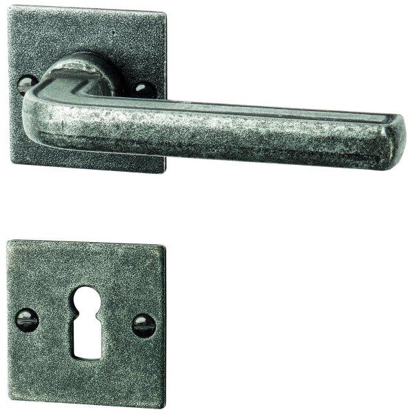 Rosettengarnitur in Eisen schwarz passiviert (BB). Rosette: 73x30 mm, Griff: 120 mm Bild1